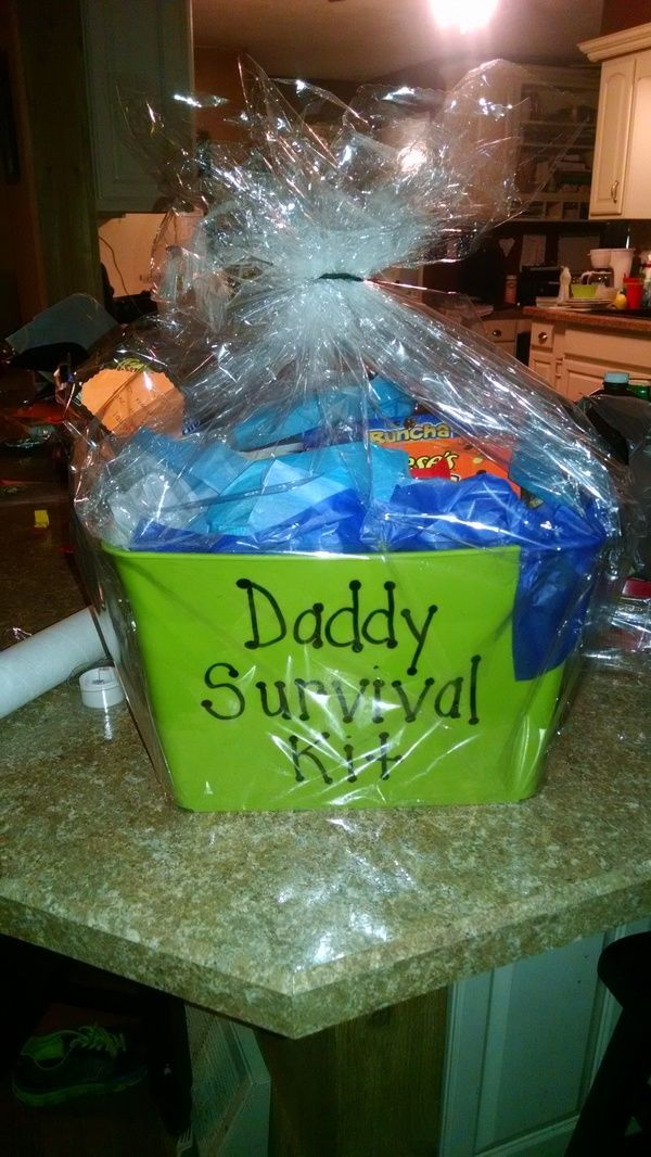 One of our clever moms-to-be made a Daddy Survival Kit to prepare him for the days after the birth. #daddytobe #newdad #newborn