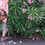 Trench rose pastel et pantalon vichy