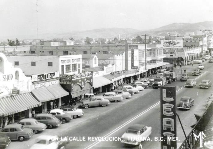 La avenida revoluci n surgi en 1889 como una de las for Oficina de extranjeria avenida de los poblados