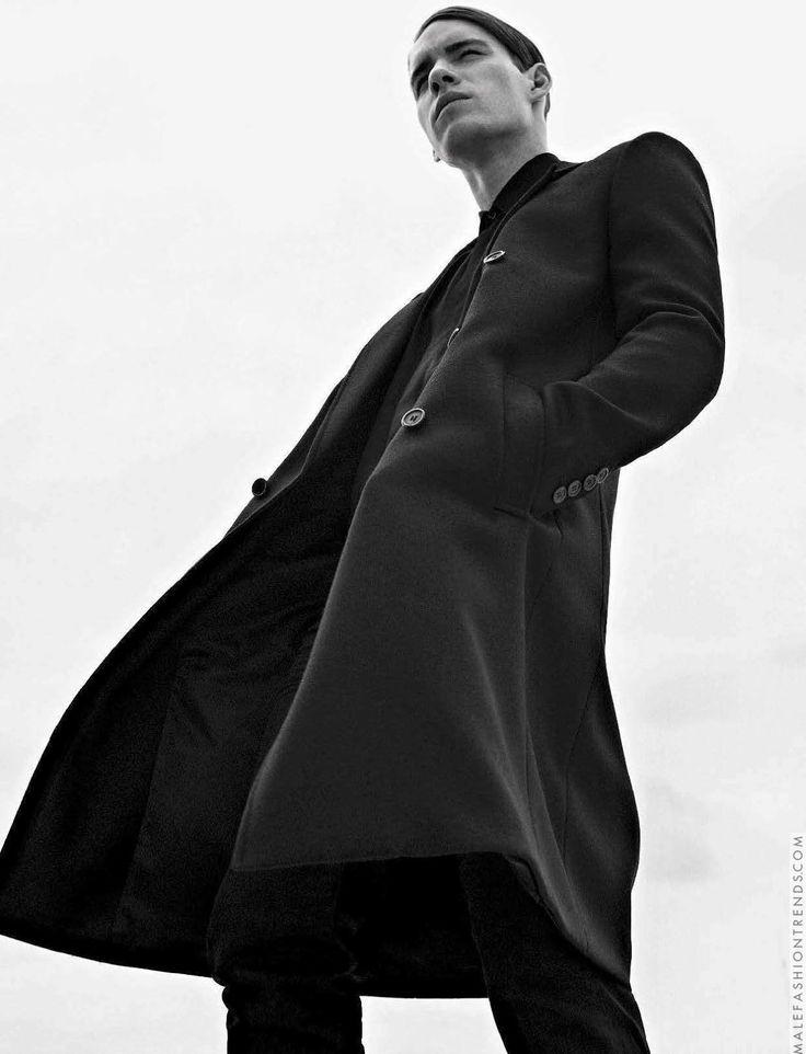 Tyler Clinton para L'Uomo Vogue Italia por Sebastian Kim