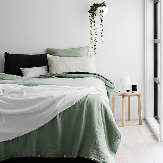 Calming bedroom in green and white for a natural vibe