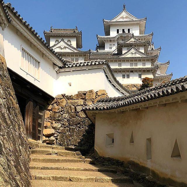 В замке #Химедзи #Япония www.midokoro.jp