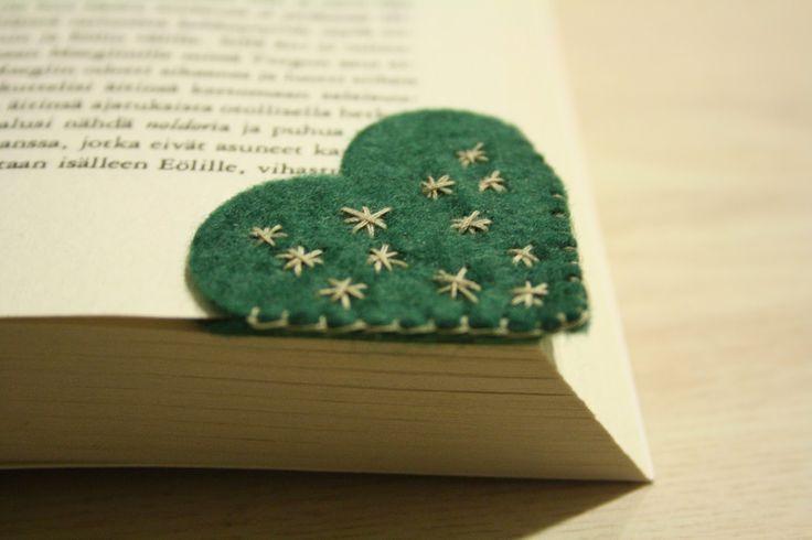 Tuntematon Tuunaaja: Sydämenmuotoinen kirjanmerkki huovasta // Heart shaped felt bookmark