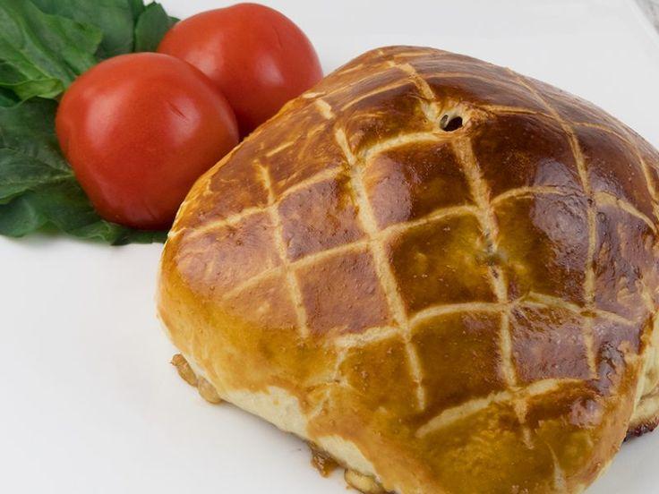 Ștrudel cu carne de vită și brânză camembert – o mâncare suculentă și apetisantă!