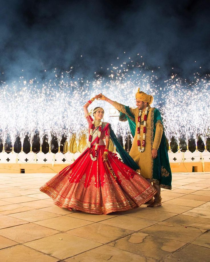 If you need a hold-your-breath showstopping moment, this is it - an incredible fireworks display to mark their union. Wedding Planners- @FrozenAppleWeddings (Udaipur) Lehnga- @SabyasachiOfficial Makeup- @_ShrutiSharma (Delhi NCR) Photo Courtesy- @TheWeddingStoryIndia (Mumbai)