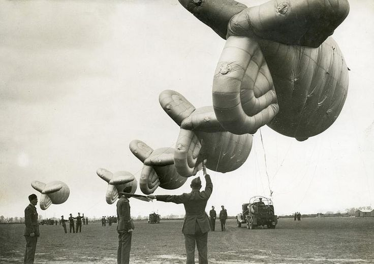 Engelse kabelballons / English military balloons | Flickr - Photo Sharing!