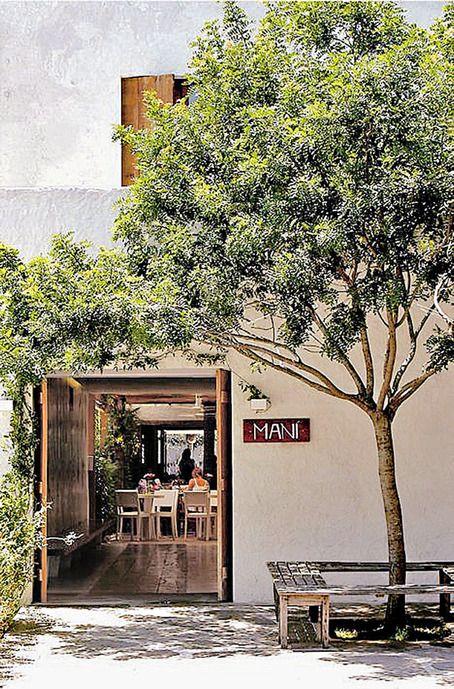 São Paulo - Mani : Le restaurant le plus prisé de la ville. Sa chef, Helena Rizzo, qui vient de gagner le World's Best Female Chef Award, et son mari, Daniel Redondo, proposent une cuisine familiale et sophistiquée aux accents espagnols.