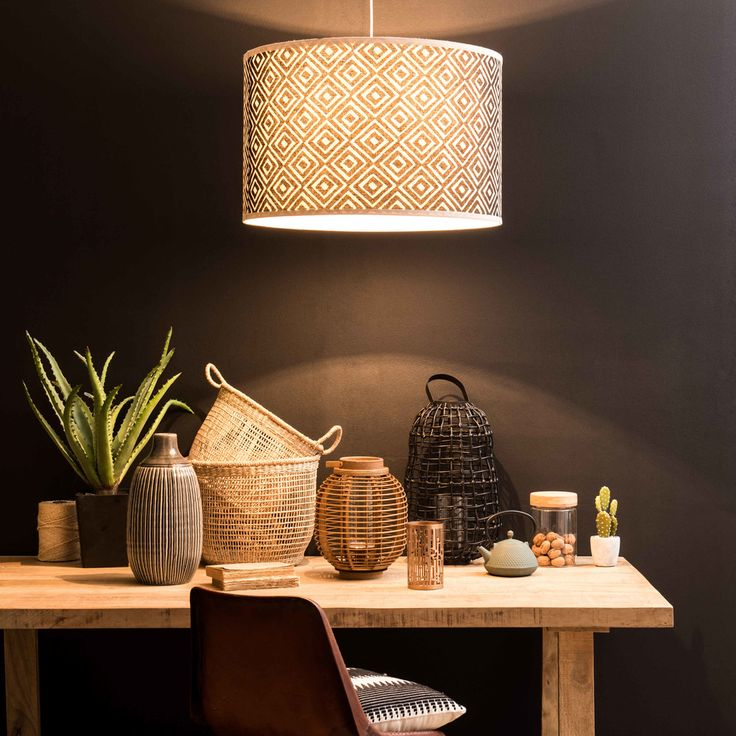 suspension non lectrifi e motifs crus et noirs. Black Bedroom Furniture Sets. Home Design Ideas