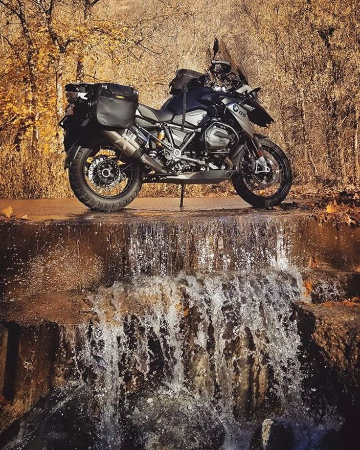 "3,427 mentions J'aime, 9 commentaires - BMW Adventure Riders (@bmwadvriders) sur Instagram : ""#Repost @was.once.there ・・・ Water is the most perfect traveller because when it travels it becomes…"""