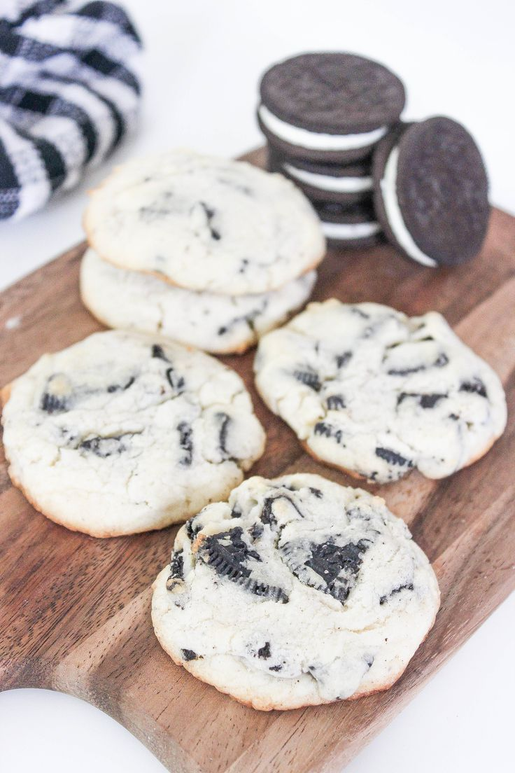 Oreo Double Stuff Cheesecake Cookies: Chewy cheesecake cookies bursting with double stuff oreo cookies. All the flavors of oreo cheesecake in an easy to make cookie!