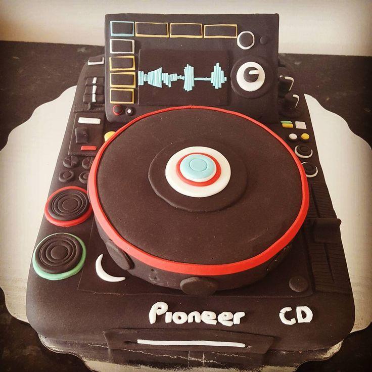 """Tornamesa Pioneer! #tornamesa #dj #pioneer #pastelfondant #fondantcake #pastel #regalo #fondantart #fondant #instacake #cakestagram #pasteleria…"""