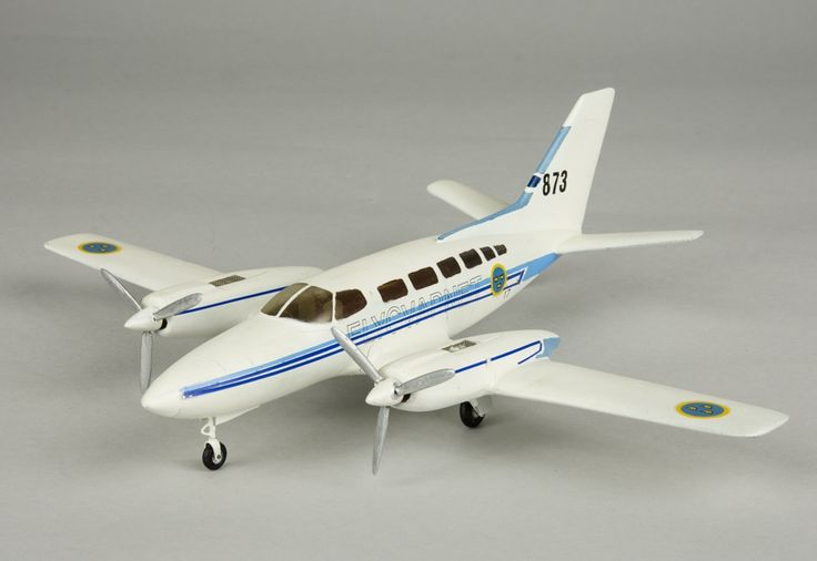 Model aeroplane Tp 87 Cessna 404 Titan   Flygvapenmuseum   CC BY
