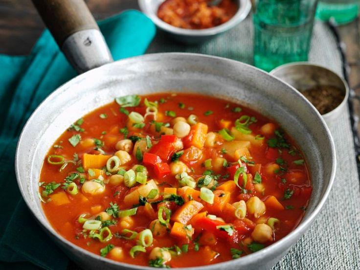 Tomatensuppe mit Hähnchenbrust und Gemüse ist ein Rezept mit frischen Zutaten aus der Kategorie Fruchtgemüse. Probieren Sie dieses und weitere Rezepte von EAT SMARTER!