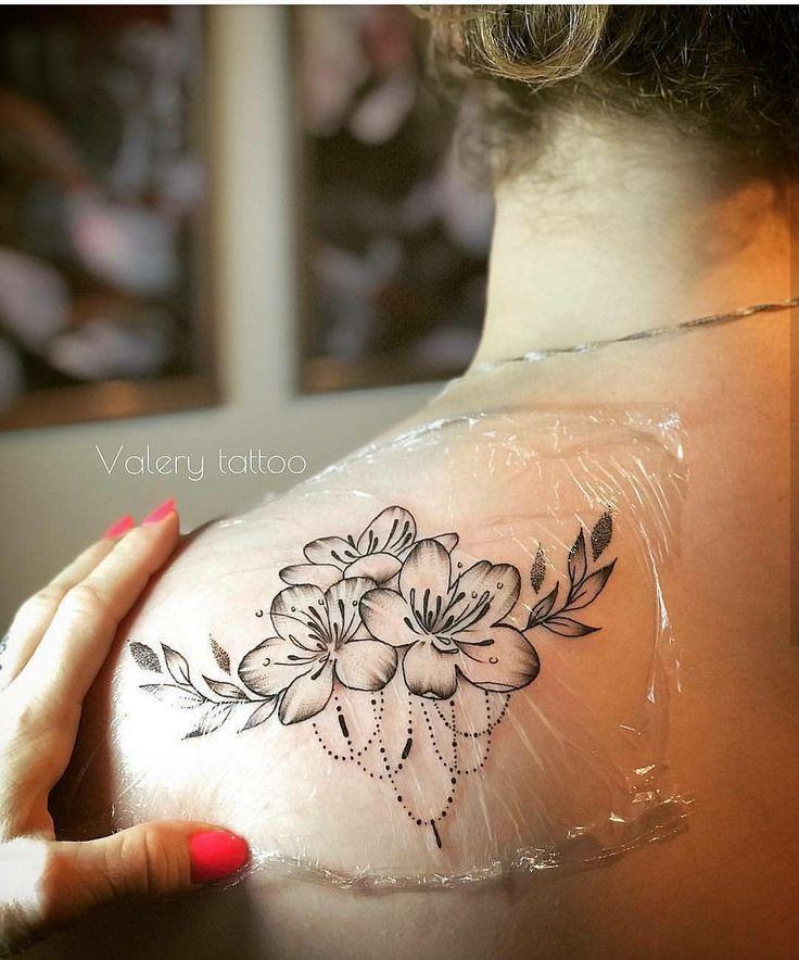 Spitze Tattoo Ideen für Frauen bei MyBodiArt.com Herz Diamant Kronleuchter Obe …
