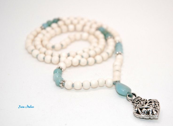 LOVING COMMUNICATION MALA – Handknotted 6mm amazonite and whitewood 108 bead mala – Yoga inspired – Mala necklace – Japa mala - Meditation de la boutique NaiaMalas sur Etsy
