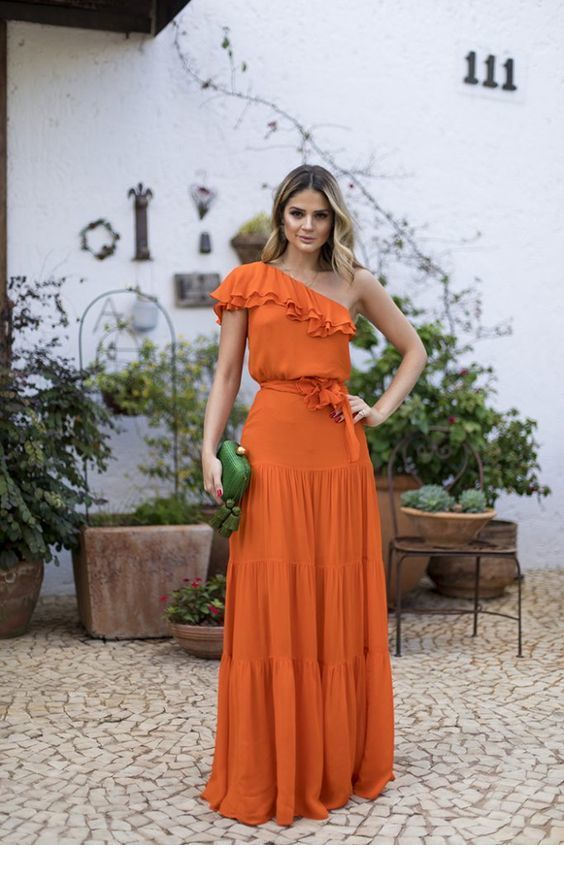8f8567d9ccd6 Awesome long orange dress and green bag in 2019