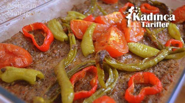 Tepsi Kebabı Tarifi nasıl yapılır? Tepsi Kebabı Tarifi'nin malzemeleri, resimli anlatımı ve yapılışı için tıklayın. Yazar: Beyhan'ın Mutfağı