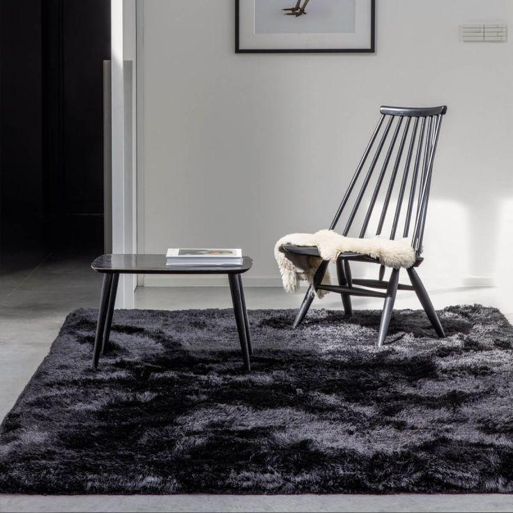 Tapis moderne noir uni shaggy Adore par Ligne Pure Disponible sur www.inspiration-luxe.com #tapis #tapisnoir #tapisdesign #tapisshaggy #cocoon #lignepure #déco #décoration