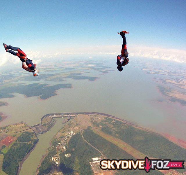 #skysurf  #skysurfing #skydivebrasil #skydivefoz #skydivelife #campeoesbrasileirosskysurf #overitaipudam #bestview #skydive #iguassufalls #fozdoiguaçu #tandemskydiving #tandemjump #itaipubinacional #usinadeitaipu #melhoresdestinosdobrasil #melhoresdestinosdomundo #skydivebrasil #paraquedismobrasil #skydivesouthamerica #fozehnoixx  @thiagoskydivefoz @thiagominniti
