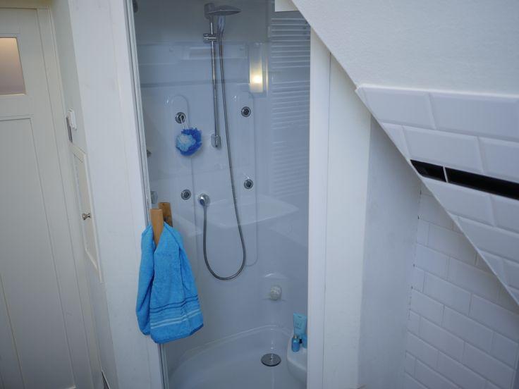 Plantsoenlaan 17, Bloemendaal. Shower in the main bathroom.