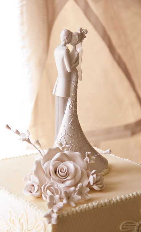 Love this cake topper!  Traditional with a twist!www.egovolo.com