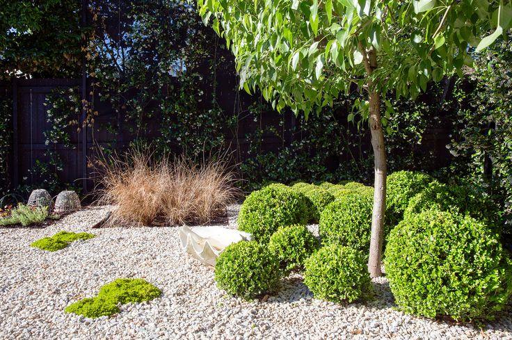 Small garden design by Peter Fudge Gardens. Photography: Jason Busch | Story: Belle