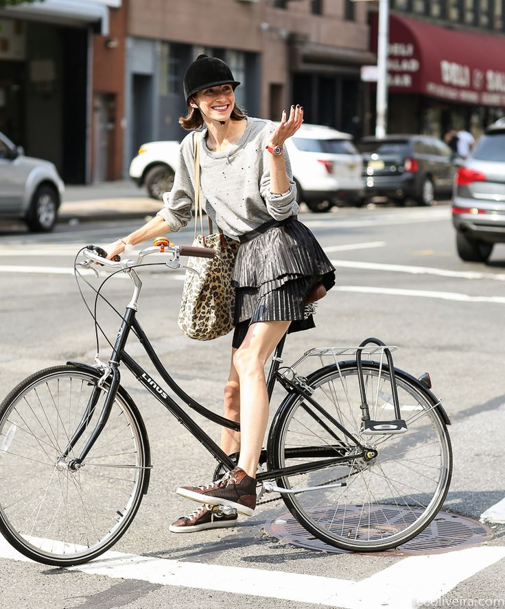 seriously cool outfit & tres chic bike action. NYC. #LeeOliveira