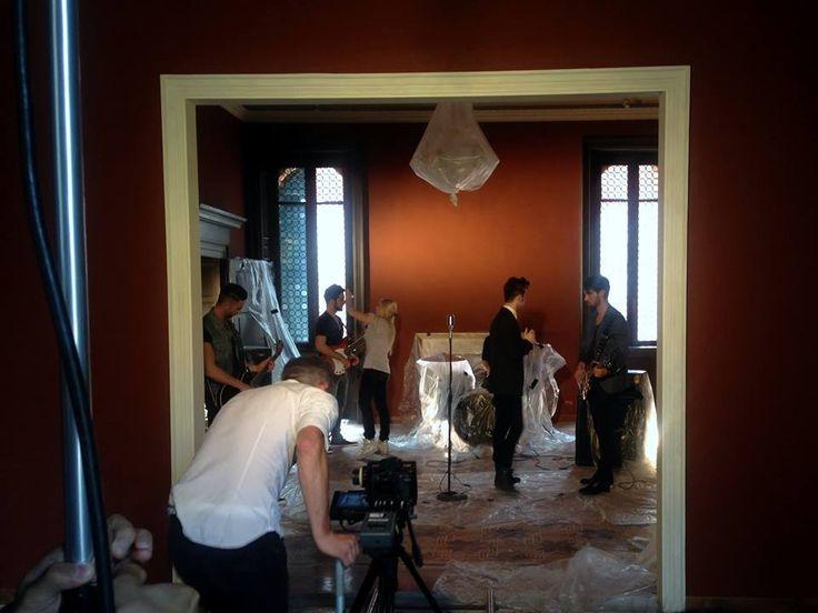 """Backstage di """"La #pioggia è uno stato d'animo"""". Il nuovo #videoclip dei Dear Jack girato tra le #stanze di #Leoncino #Hotels! #backstage #video #Dear #Jack #DearJack #Verona"""