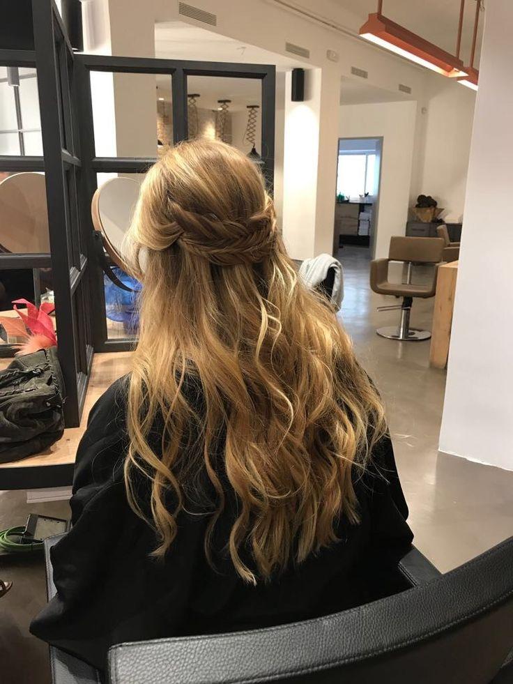 Semirecogido  #pasionbeauty #profesionalesbo #BOpeluqueria #peluqueria #hairstyle #peluqueriabarcelona #peluqueriabcn #salondepeluqueria #peinadomujer #peinadograduacion #semirecogido