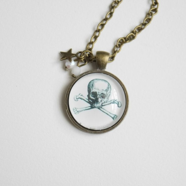 collier sautoir vintage avec cabochon tête de mort et pendeloque étoile : Collier par happyskull