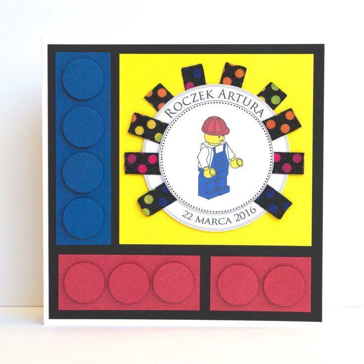 Kartka na roczek jako oryginalna pamiątka i jednocześnie dodatek do prezentu – klocków Lego. Mały chłopiec na pewno się ucieszył, ale jego tata jeszcze bardziej! #lego #klockilego #kartka #birthdaycard #papercard #papercrafts #craft #handmadecard #handmade #kartkanaslub #scrapbooking #scrapbookingcards #rekodzielo