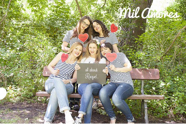 Celebracion de despedida de soltera con fotografias de grupo de amigas