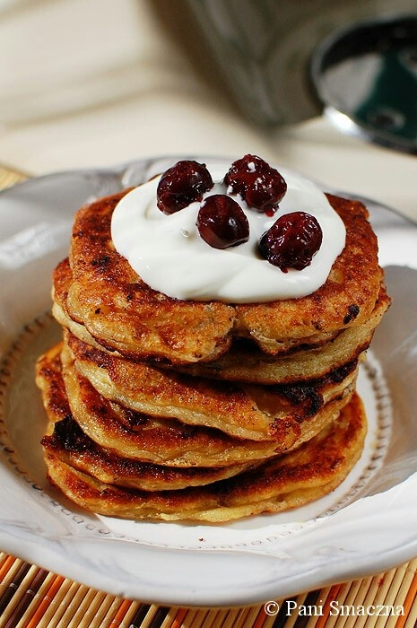Delicate cottage cheese pancakes with dry cherries / delikatne placuszki twarogowe z suszonymi wisniami :)