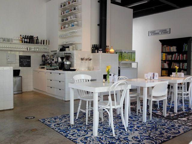 HOTEL DROOG - (winkel met designerkleding&items) Lunch met de meiden Staalstraat 7B hoteldroog.com