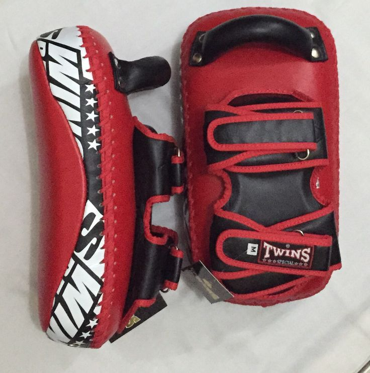 TWINS Kicking Pads Made in Thailand. PRICE: IDR 1,600,000.00  COLOR:   Red  Contact:  House Of Gloves   Whatsapp: +6281290248044  Instagram: hsboxinggloves   LINE : houseofgloves   BBM: 51284F0F  #boxingshop#twinsshop#boxinggloves#mma#bjj#boxer#kickboxing#thaiboxing#fighter#gloves#bellyprotector#bellypad#focusmitts#punchingpad#kickingpads