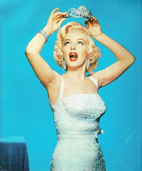 Happy Birthday, Marilyn Monroe, Best Friends, The Queens, Beautiful Queens, Style Icons, Marilynmonroe, Norma Jeans, Tiaras