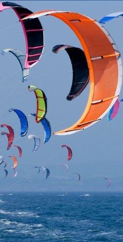 Tutti pronti per il kiteboarding? #watersport #sport #kiteboard What a sight. Kite surfing heaven Www.Watersportsforfun.Com