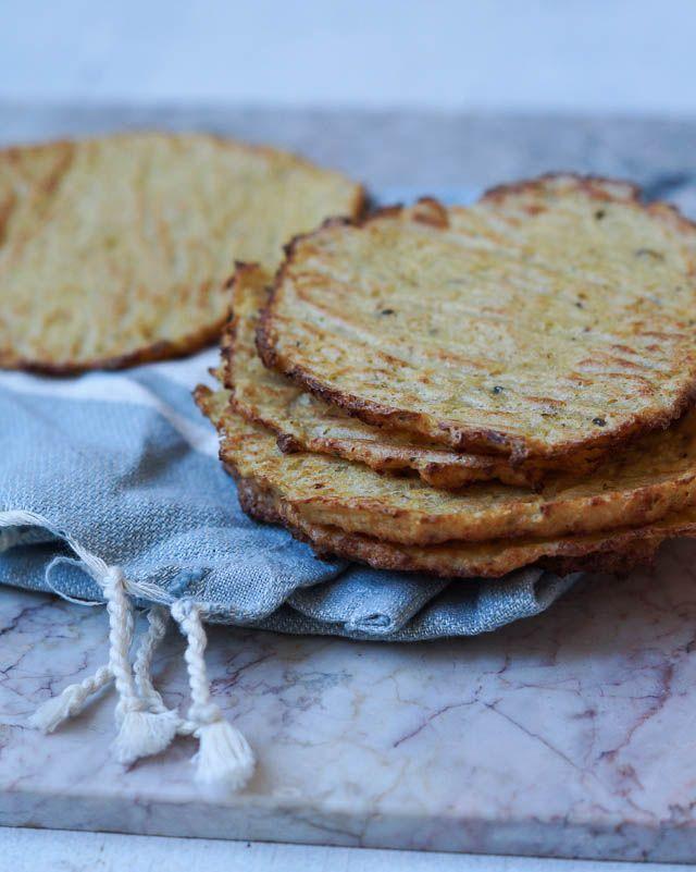 Lækre blomkålstortillas - eller tortillas lavet af blomkål, lidt mel og æg. Fungerer som madpandekage tacos. Nem måde at få ekstra grønt på.