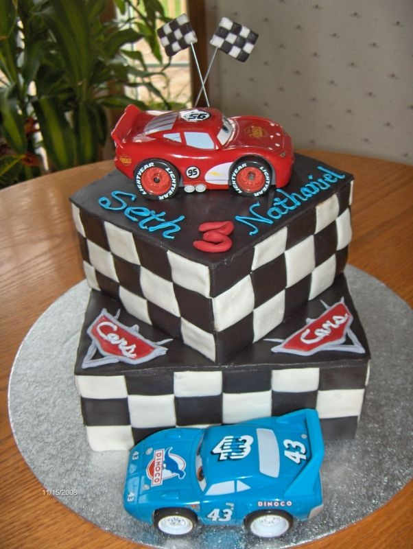 love the square cakes with the finish flags on the sides!