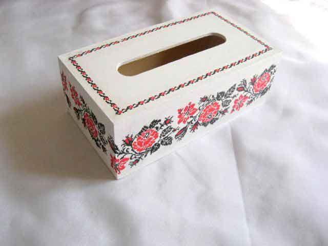 #Cutie de #lemn cu #design de #trandafiri #rosii, cutie cu #motive #populare http://handmade.luxdesign28.ro/produs/cutie-de-lemn-cu-design-de-trandafiri-rosii-cutie-cu-motive-populare-29499/