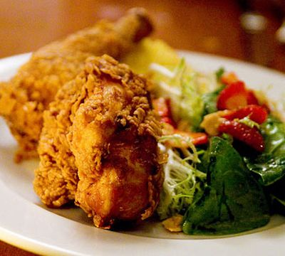 Crave-worthy fried chicken dishes in NYC on Wellroundedny.com // The Redhead shown here.