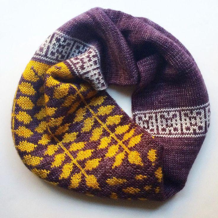 honeylocust loop! Pattern coming soon... #madelinetosh #madelinetoshyarn #madelinetoshmerinolight #ravelry #ravelrydesigner #instaknit #knitting_inspiration #knit #knitting #knitwear #knittersofinstagram #knittersoftheworld #knittinglove #knittingaddict #honeylocustloop #knitspiration #knitstagram #knitdesign