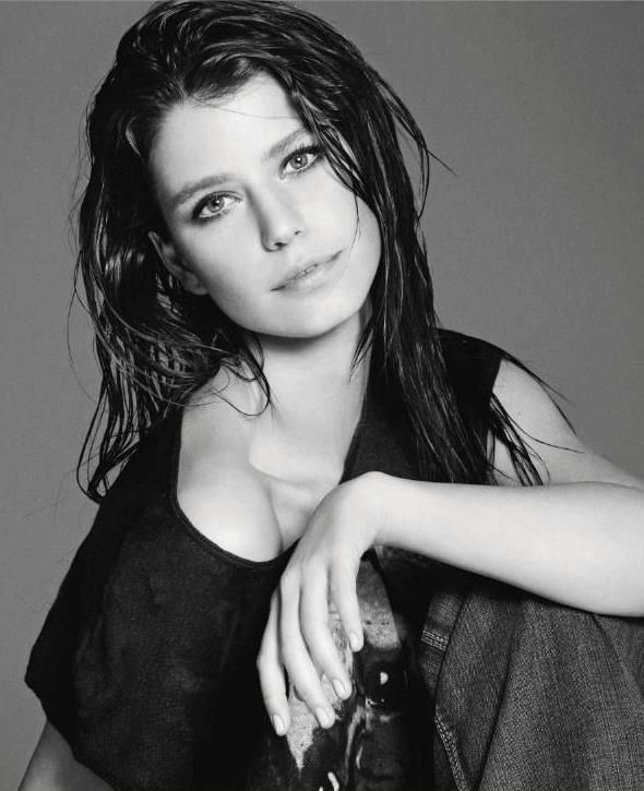 "Turkish Actress: Beren Saat | ""STOP WOMEN'S MURDER"" Project."