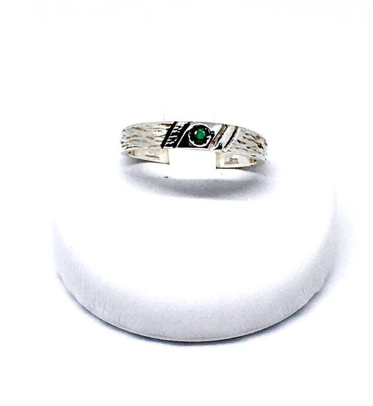 Argento e smeraldo lavorato a mano Anello foreste dal mio negozio Etsy https://www.etsy.com/it/listing/535286787/anello-foresta Emerald silver ring