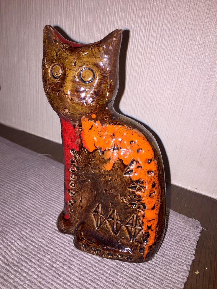 Bitossi cat. Aldo Londi. Mid century Italian pottery.