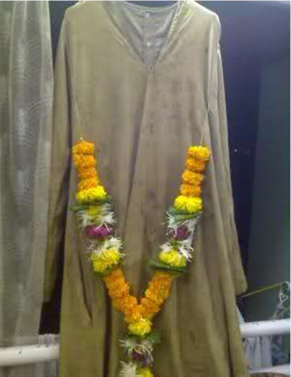 This is a photo graph of Baba's  regular worn cloths (Kafni)  which is also kept at the Sai Baba Museum.
