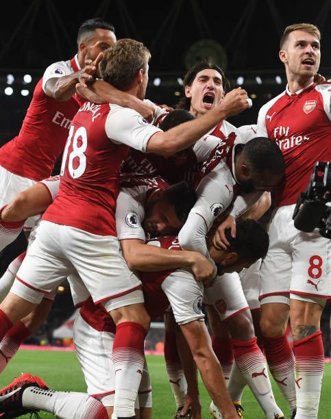 Olivier Giroud celebrates scoring the 4th Arsenal goal with Aaron Ramsey Alex Lacazette Hector Bellerin Theo Walcott and Nacho Moreal during the...