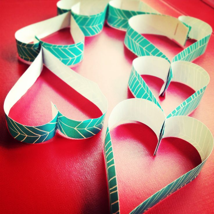 Getting crafty for Valentines Day :) paper craft chain of hearts ♥