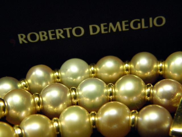 "18ct Gold and Pearl Bracelet from the Roberto Demeglio ""Namuri"" collection  http://myworld.ebay.com.au/pawnbank  www.pawnbank.com.au"