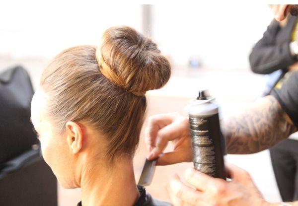 Capelli-tutorial: come realizzare uno chignon con ciambella perfetto (grazie a ghd e Air Dolomiti) - MarieClaire